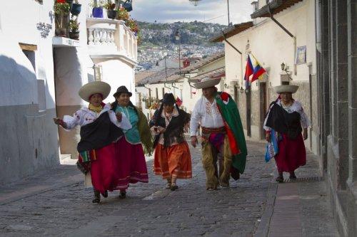 Indigenas en La Ronda